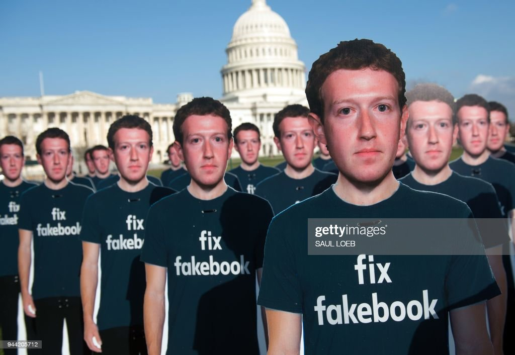 US-INTERNET-FACEBOOK-DEMONSTRATION : News Photo