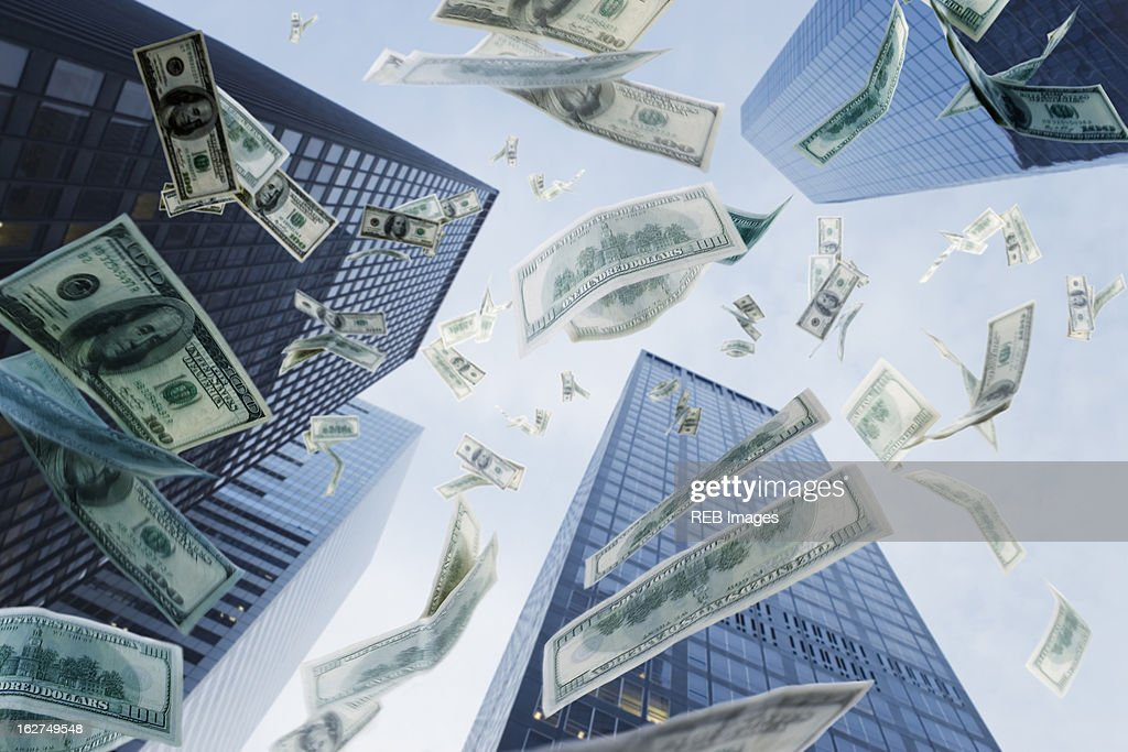 One hundred dollar bills falling from sky : Stock-Foto