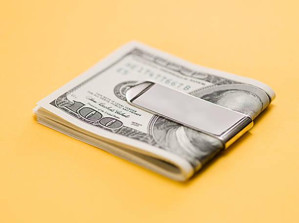 one hundred dollar bills in clip - マネークリップ ストックフォトと画像