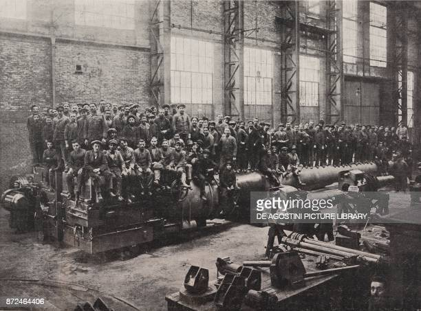 One hundred men on a 38140 mm cannon Ansaldo Steelworks Genoa Italy World War I from l'Illustrazione Italiana Year XLV No 24 June 16 1918