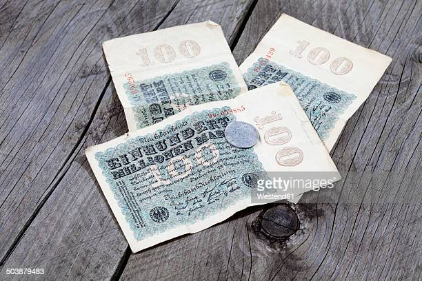 one hundred million german reichsmark notes from the 1920s - 金融政策 ストックフォトと画像