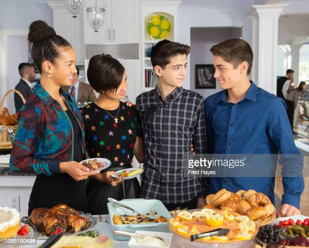 MACK 'One in a Minyan' Andi Buffy and Jonah support Cyrus as he sits Shiva for his grandmother but Bowie's homemade kugel dish is a shanda This...