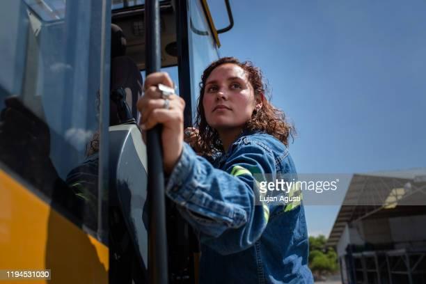 one latin engineer woman posing for a portrait - サルタ州 ストックフォトと画像