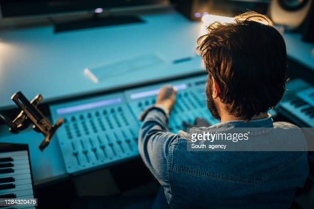 one male producer working in professional studio - electronic music stock pictures, royalty-free photos & images