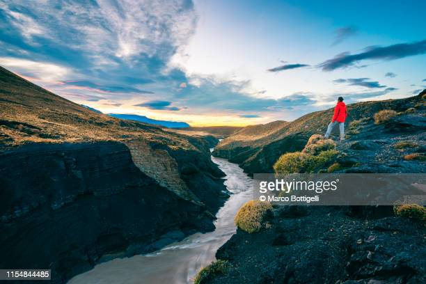 one man looking at view from the top of a canyon, argentina - los glaciares national park stock pictures, royalty-free photos & images