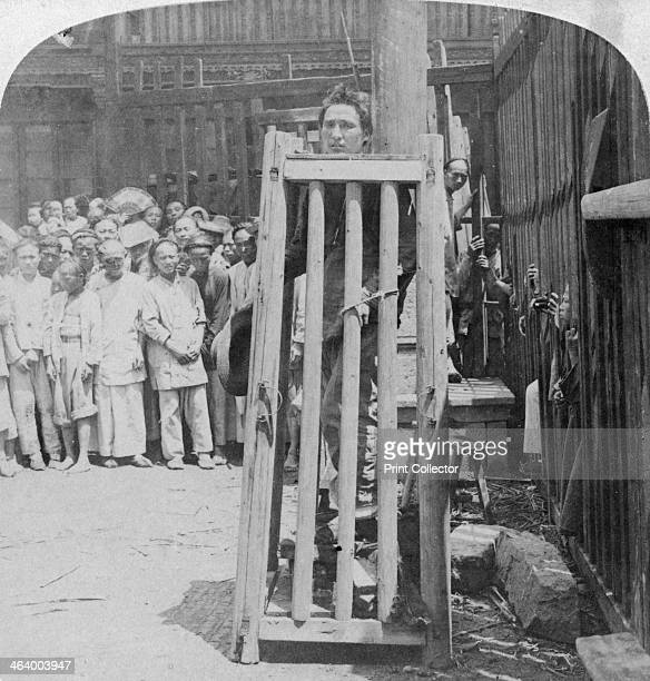 'One of China's terrible methods of death punishment' Shanghai China 1900 Stereoscopic card Detail