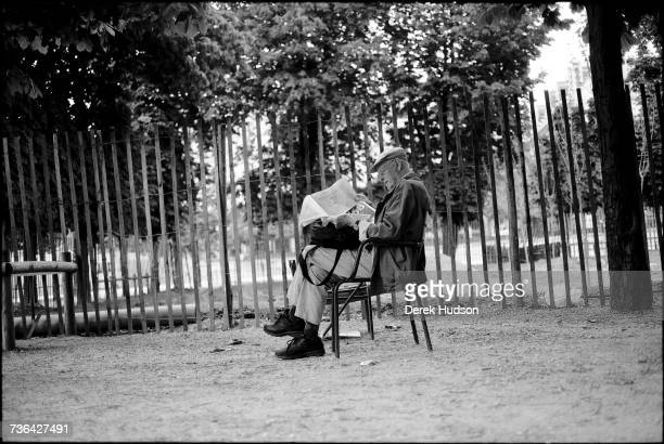 One of France's most celebrated photographers Henri CartierBresson cofounder of the Magnum photo agency reading the French newspaper Le Monde in a...