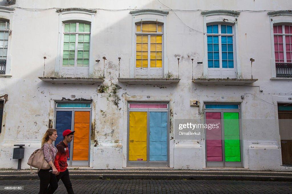 Una de las calles en centro de Ponta Delgada : Foto de stock