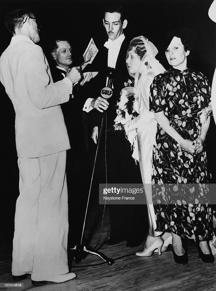One Of The Hilton Siamese Twins, Daisy Is Getting Married In Dallas On July 29Th 1936. : News Photo
