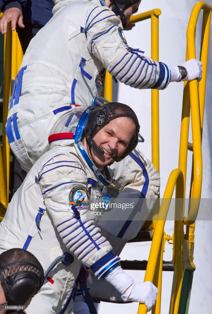 One of the International Space Station (ISS) crew members, US astronaut Kevin Ford looks back as he boards the Soyuz TMA-06M spacecraft at the Russian leased Kazakhstan's Baikonur cosmodrome, on October 23, 2012, shortly before the launch of the crew, including Ford together with Russian cosmonauts Oleg Novitskiy and Evgeny Tarelkin.