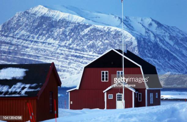 One of the listed houses with living and research areas for scientists at the resarch station Kings Bay in NyÅlesund on Spitsbergen Norway 09 April...