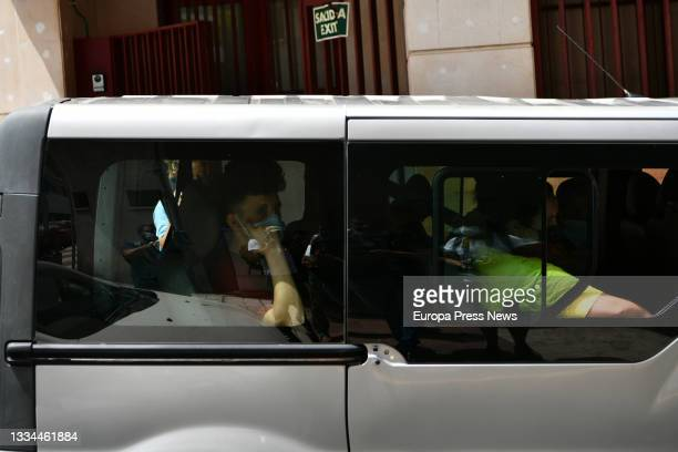 One of the Moroccan minors in the van, at the gates of the court after filing a complaint requesting habeas corpus minutes before being repatriated...