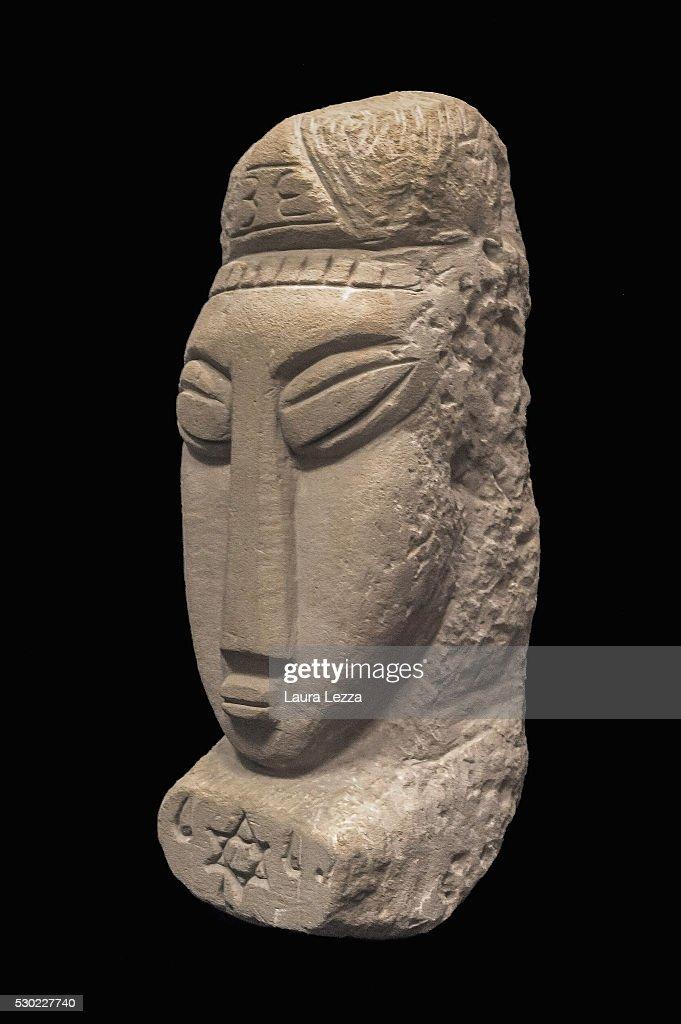 Amedeo Modigliani Head Sculptures Unveiling : Foto di attualità