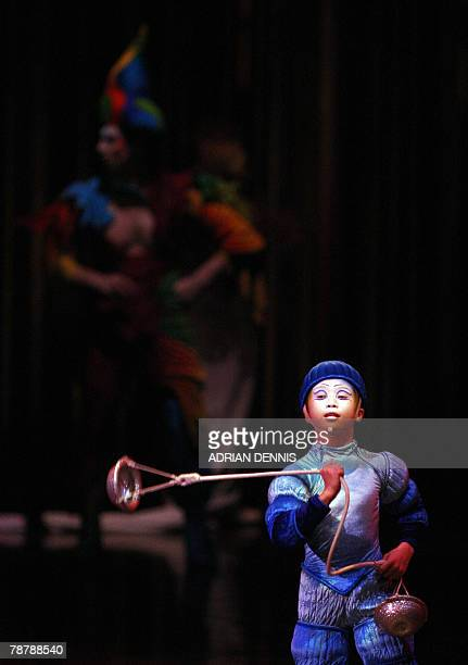 One of the water meteors performs during the dress rehearsal of Cirque Du Soleil's Varekai show at The Royal Albert Hall in London 05 January 2008....