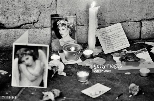 One of thousands of small shrines left in the streets of London by the public during the funeral of Diana Princess of Wales in London 6th September...