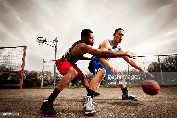 one on one basketball game. - black photos et images de collection