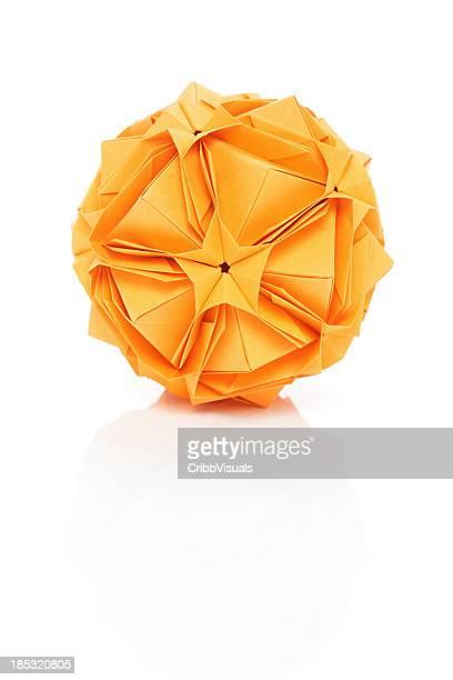 多面体 1 つのオレンジ折り紙の紙工芸デザイン