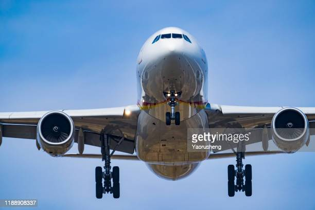 one plan approaching the airport - wheel stock pictures, royalty-free photos & images