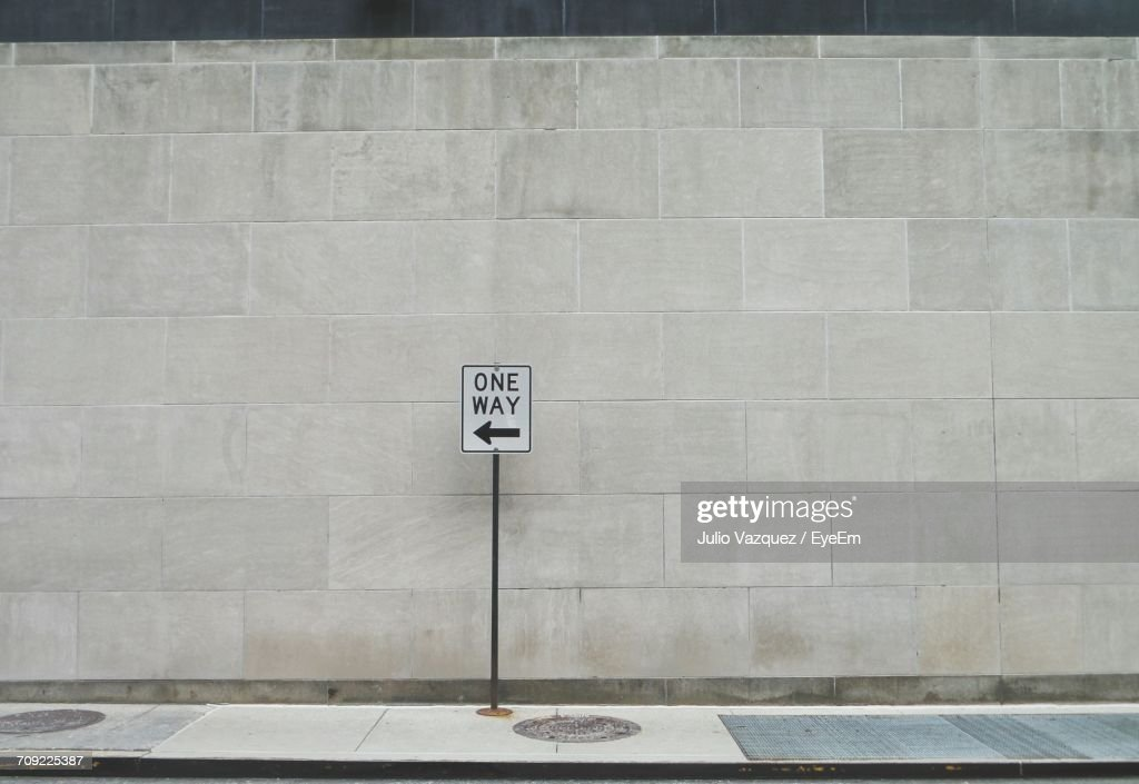 One Way Sign On Street : Stock-Foto