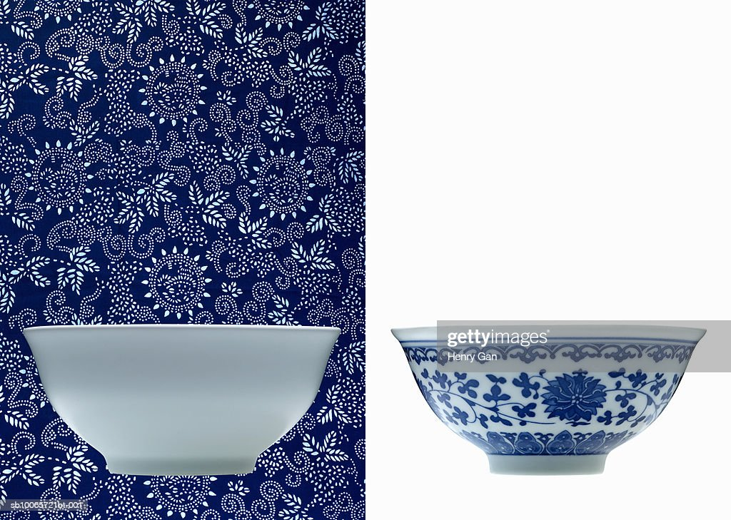 One white and one blue porcelain bowl (opposite backgrounds) : Foto de stock