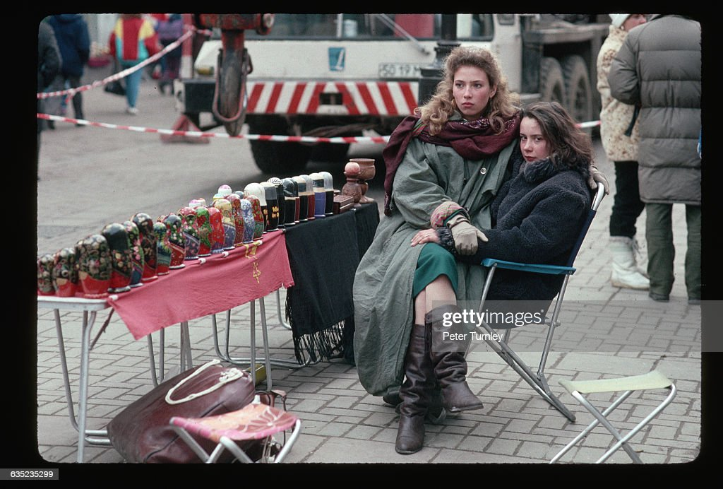 Women Selling Nesting Dolls on Moscow Street : News Photo