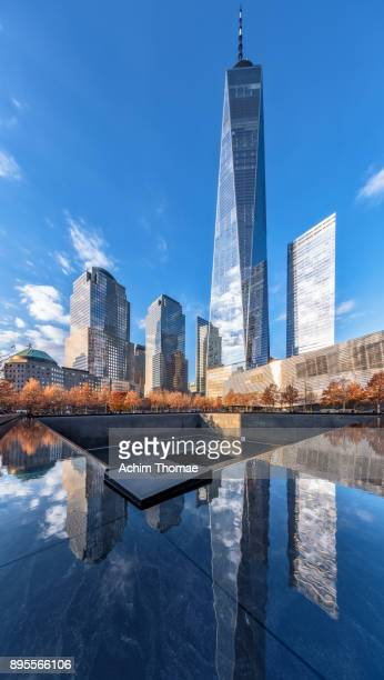 one world trade center and 9/11 memorial, new york city, usa - one world trade center stock pictures, royalty-free photos & images
