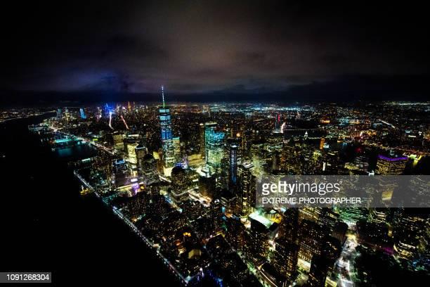 one world trade center en la noche tomada sobre el río hudson - acontecimientos en las noticias fotografías e imágenes de stock