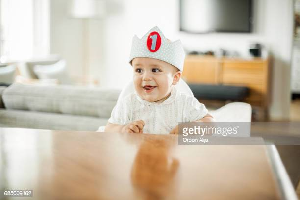 one year old boy celebrating brithday - happybirthdaycrown stock pictures, royalty-free photos & images