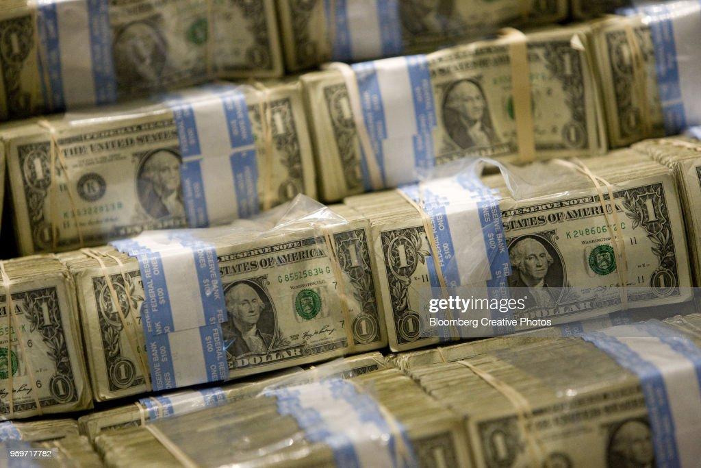 U.S. one-dollar bills are displayed : Stock-Foto