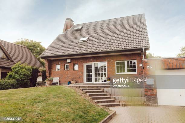 one-family house with garden and driveway - wohnhaus stock-fotos und bilder