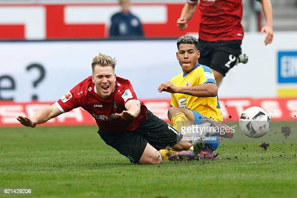 Onel Hernandez of Braunschweig challenges Felix Klaus of Hannover during the Second Bundesliga match between Eintracht Braunschweig and Hannover 96...