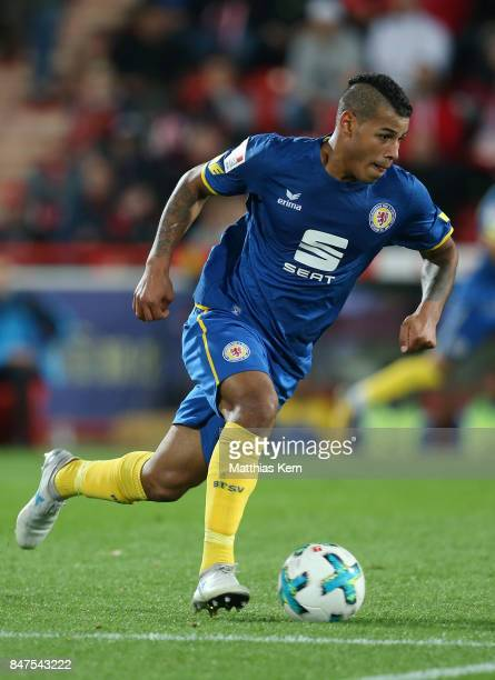 Onel Hernandez of Braunschweig runs with the ball during the Second Bundesliga match between 1 FC Union Berlin and Eintracht Braunschweig at Stadion...