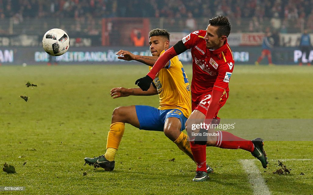 Onel Hernandez (L) of Eintracht Brauschweig battles for the ball with Steven Skrzybski of Union Berlin during the Second Bundesliga match between 1. FC Union Berlin and Eintracht Braunschweig at Stadion An der Alten Foersterei on December 5, 2016 in Berlin, Germany.