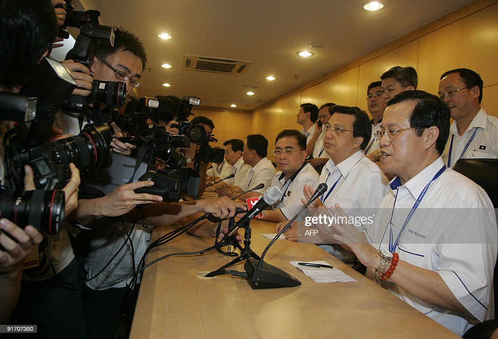 Ong Tee Keat (R), President of the Malay : News Photo