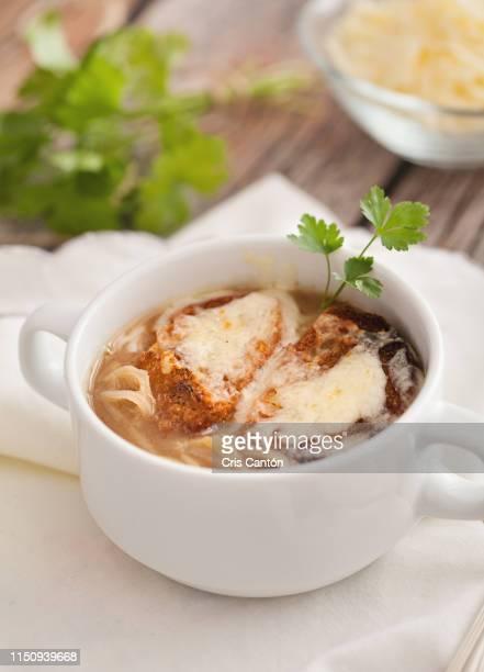 onion soup - cris cantón photography fotografías e imágenes de stock