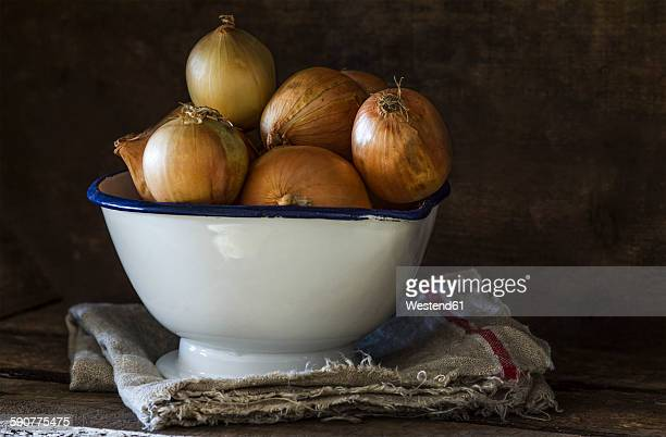 Onions in enamel bowl