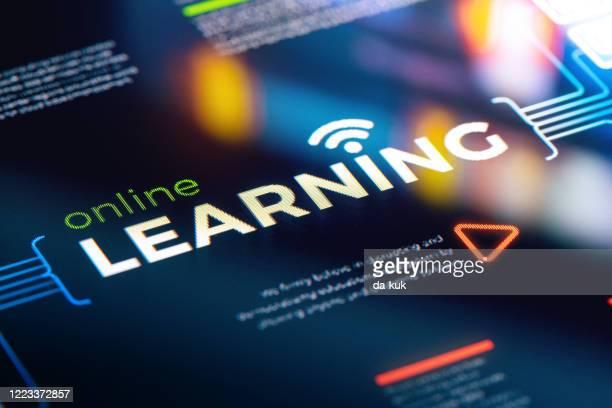 online learning services präsentation und infografiken - online lernen stock-fotos und bilder