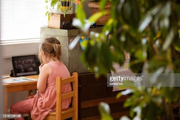 online preschool class from home for cute 5 years old girl - mmeemil stock pictures, royalty-free photos & images