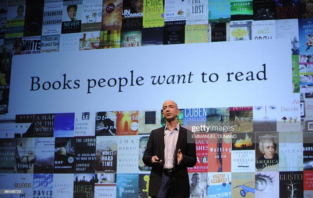 Online retail giant Amazon.com CEO Jeff : Nieuwsfoto's