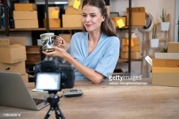 online sales blogger - live broadcast stock pictures, royalty-free photos & images