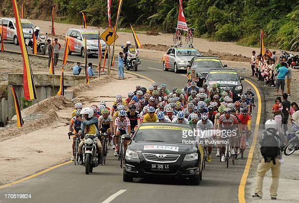 Only 79 riders left seen after the start in stage 7 from Padang Pariaman - Padang Circuit, West Sumatra, Indonesia. A distance of 143.5 km, profile...