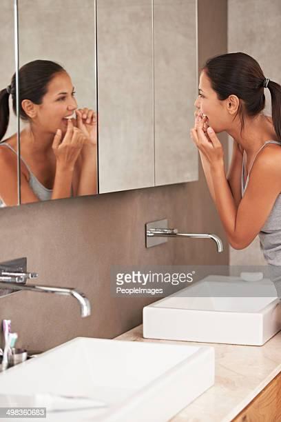 Fil dentaire des dents que vous souhaitez conserver