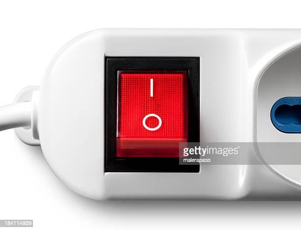Interruptor de conexión/desconexión de color rojo. Conector hembra de salida múltiple.