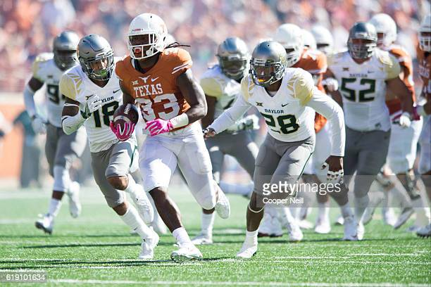 Onta Foreman of the Texas Longhorns breaks free for a 37 yard touchdown run against the Baylor Bears during the first half on October 29 2016 at...