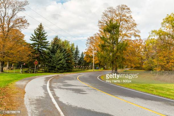 ontario, canada, oct 16,country road in prince edward co - contea di prince edward ontario foto e immagini stock