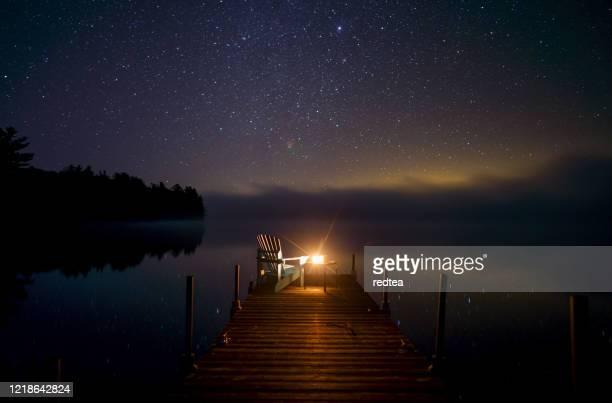 オンタリオ州は有名な湖のドックを知らない - ハイビジョンテレビ ストックフォトと画像
