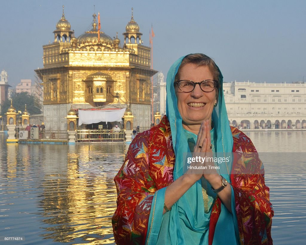 Ontario Premier Kathleen Wynne paying obeisance at Golden Temple on January 31 2016 in Amritsar India Wynne words in the Golden Temple's visitors`...