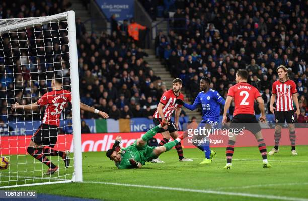 Onyinye Wilfred Ndidi of Leicester City scores his team's first goal during the Premier League match between Leicester City and Southampton FC at The...