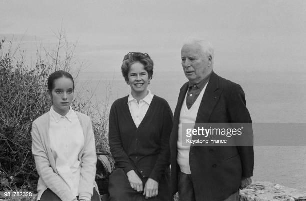 Oona et Charlie Chaplin et leur fille Victoria en vacances en famille ici à la villa Scala dei Santi à Porto Ercole en Italie le 1er avril 1967