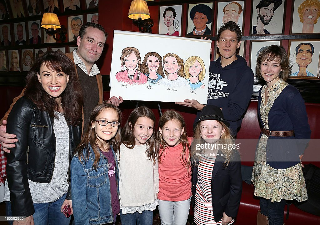 Oona Laurence Milly Shapiro Sophia Gennusa And Bailey Ryon With Castmates Lesli Margherita